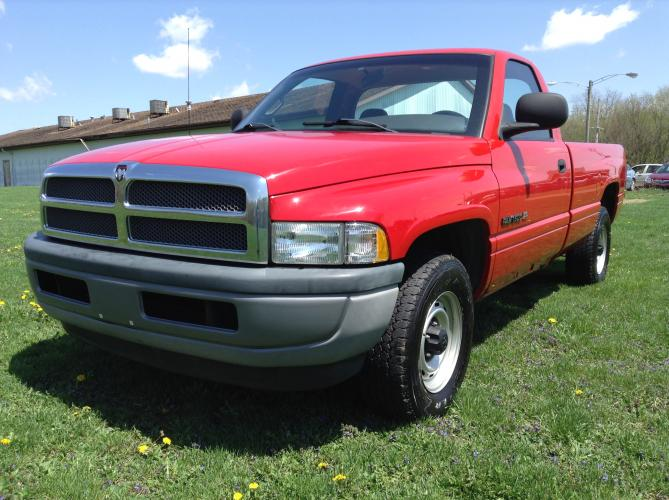 2001 Red Dodge Ram 1500 Reg. Cab Long Bed 2WD (1B7HC16X11S) with an 3.9L V6 OHV 12V engine, located at 1800 South Ihm Blvd, Freeport, IL, 61032, (815) 232-5543, 42.278645, -89.607994 - Photo #0