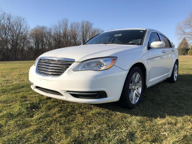 2011 Arctic White Chrysler 200 Touring (1C3BC1FB4BN) with an 2.4L L4 DOHC 16V engine, 6-Speed Automatic transmission, located at 1800 South Ihm Blvd, Freeport, IL, 61032, (815) 232-5543, 42.278645, -89.607994 - Photo #0