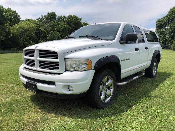 2004 Arctic White Dodge Ram 1500 Laramie Quad Cab 4WD (1D7HU18D84J) with an 5.7L V8 OHV 16V engine, 5-Speed Automatic Overdrive transmission, located at 1800 South Ihm Blvd, Freeport, IL, 61032, (815) 232-5543, 42.278645, -89.607994 - Photo #0