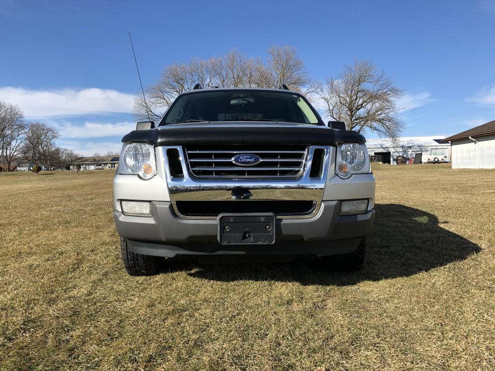 2010 Silver Ford Explorer Sport Trac XLT 4.0L 4WD (1FMEU5BE4AU) with an 4.0L V6 SOHC 12V engine, 5-Speed Automatic transmission, located at 1800 South Ihm Blvd, Freeport, IL, 61032, (815) 232-5543, 42.278645, -89.607994 - Photo #0