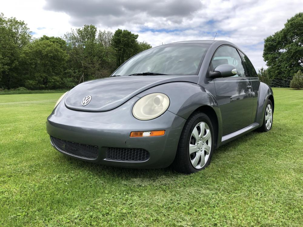 2007 Charcol Gray Met Volkswagen New Beetle 2.5L (3VWEW31C27M) with an 2.5L L5 DOHC 20V engine, located at 1800 South Ihm Blvd, Freeport, IL, 61032, (815) 232-5543, 42.278645, -89.607994 - Photo #0