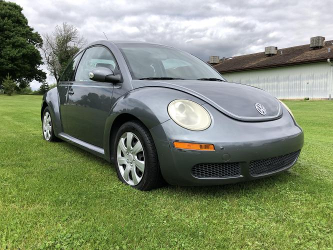 2007 Charcol Gray Met Volkswagen New Beetle 2.5L (3VWEW31C27M) with an 2.5L L5 DOHC 20V engine, located at 1800 South Ihm Blvd, Freeport, IL, 61032, (815) 232-5543, 42.278645, -89.607994 - Photo #3