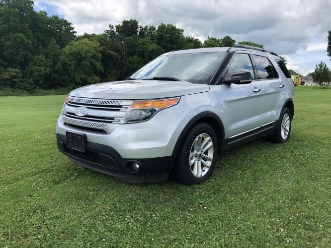 2011 Ingot Silver Met Ford Explorer XLT FWD (1FMHK7D85BG) with an 3.5L V6 DOHC 24V engine, 6-Speed Automatic transmission, located at 1800 South Ihm Blvd, Freeport, IL, 61032, (815) 232-5543, 42.278645, -89.607994 - Photo #0