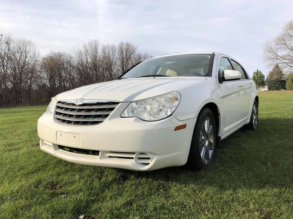 2009 Arctic White Chrysler Sebring Sedan Touring (1C3LC56VX9N) with an 3.5L V6 SOHC 24V engine, 4-Speed Automatic transmission, located at 1800 South Ihm Blvd, Freeport, IL, 61032, (815) 232-5543, 42.278645, -89.607994 - Photo #0