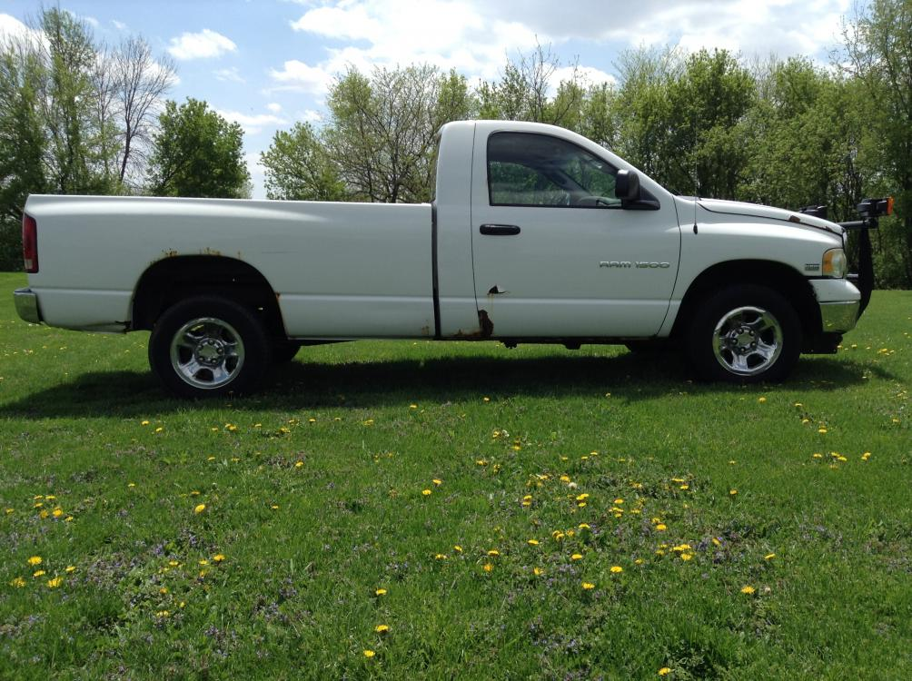 2004 Arctic White Dodge Ram 1500 Laramie 4WD (1D7HU16D04J) with an 5.7L V8 OHV 16V engine, 5-Speed Automatic Overdrive transmission, located at 1800 South Ihm Blvd, Freeport, IL, 61032, (815) 232-5543, 42.278645, -89.607994 - Photo #3